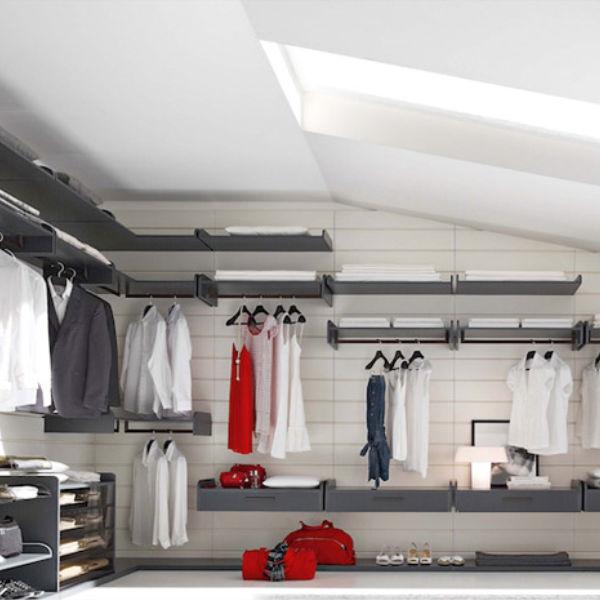 Cabina armadio con taglio a misura per tetto spiovente